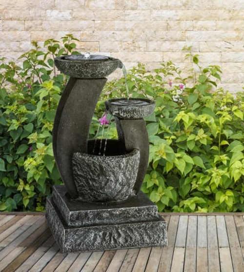 Černá třípatrová kašna na terasu i zahradu
