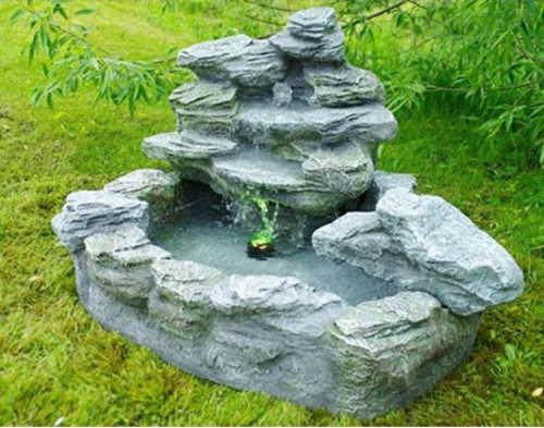 Kaskádová zahradní fontána s osvětlením