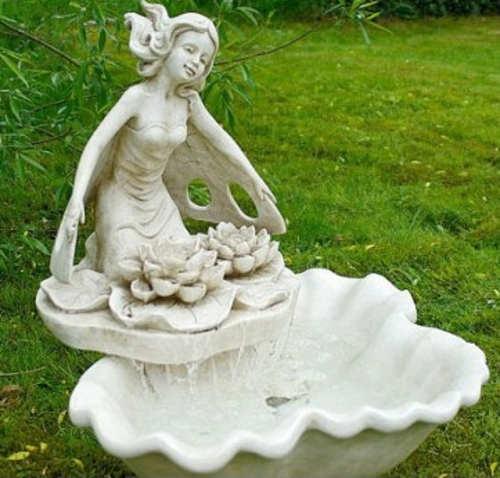 Kašna do zahrady s velkou sochou