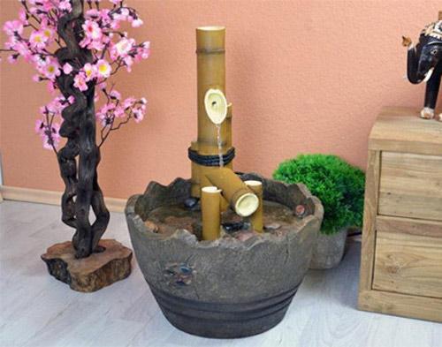 Orientální fontána imitující bambus