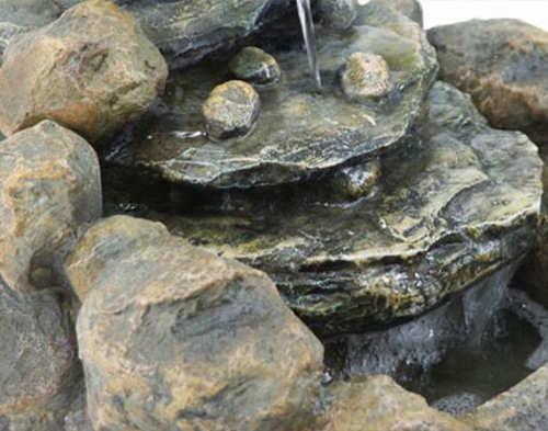 Polyresin věrně napodobují kámen