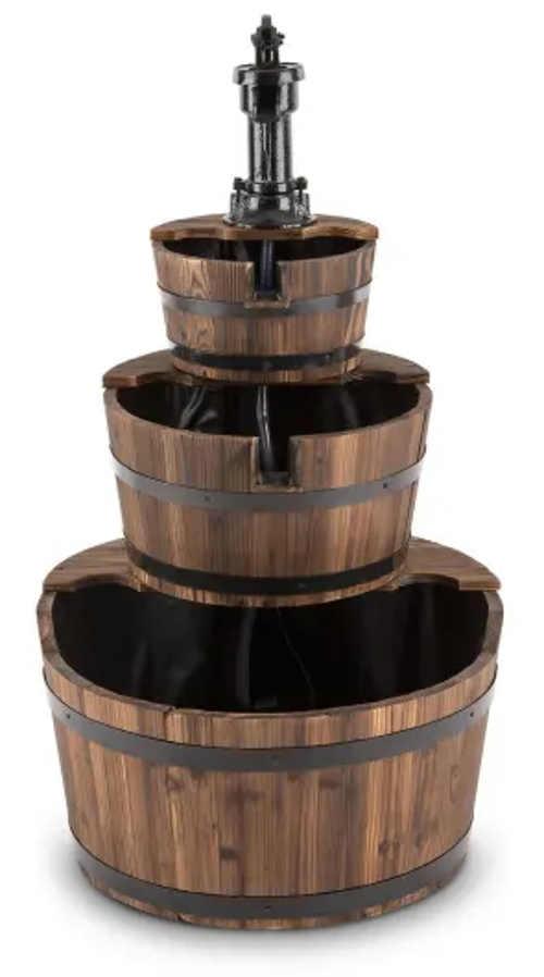 Rustikální kaskádová fontána z dřevěných kádí