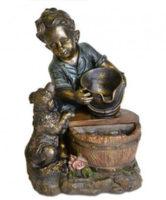 Zahradní fontána z polyresinu – chlapec se psem