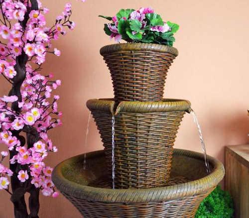 Zahradní fontána s dekorativním nástavcem na květináč