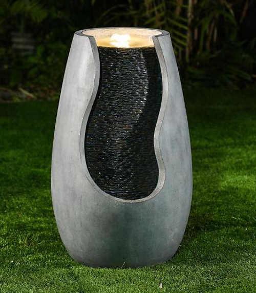 Vodní fontána amfórový tvar