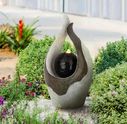 Moderní vodní fontána do zahradní skalky