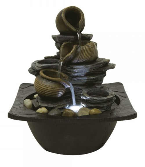 Pokojová fontána vhodná i na terasu přelévající se džbánky