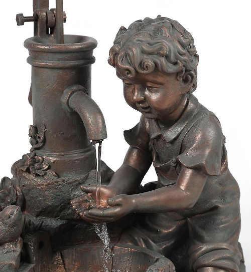 zahradni-fontana-chlapec-myjici-si-ruce