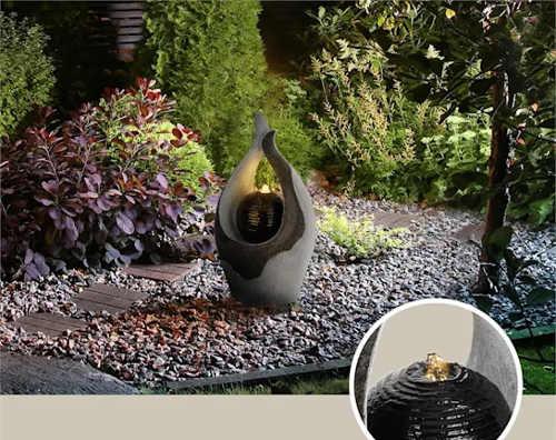 Zahradní vodní fontánka a v noci svítící