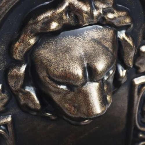 nástěnná fontána se lví hlavou